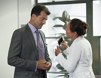 Getting On S03E01 On est la pour parler du vomi