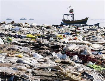 Marées de plastique