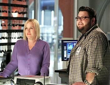 Les experts : Cyber S01E11 Pris au jeu