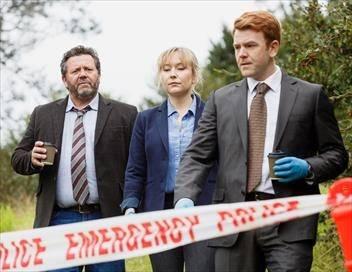 Brokenwood S05E02 Jeu, set et macchabée
