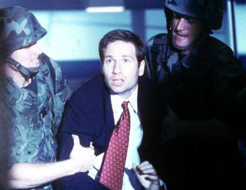 X-Files : Aux frontières du réel S06E04 Zone 51