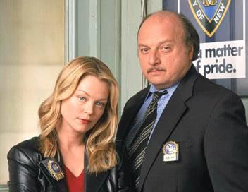 New York Police Blues S09E04 Au travail, Clark