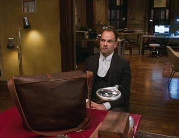 Elementary S06E05 Trou noir