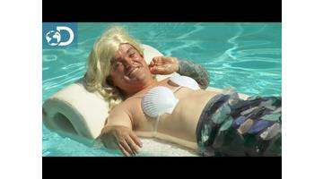 La jolie sirène de Jackass : Aquamen