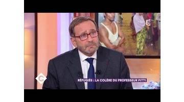 Réfugiés : la colère du professeur Pitti - C à Vous - 20/12/2017