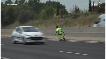 SEPT À HUIT - L'autoroute des vacances, c'est aussi leur travail (dangereux)